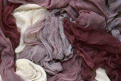 Hand färbte Pastell farbiges Gazegewebe im Braun lizenzfreie stockbilder