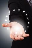 Hand för affärskvinna med sociala symboler Royaltyfria Bilder