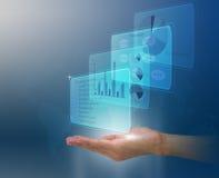 Hand för man` som s visar det digitala finansiella diagrammet på suddig översiktsbakgrund Arkivbild