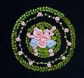 Hand - gemaakt Borduurwerk en dwars-Steekbloemontwerp Royalty-vrije Stock Afbeeldingen