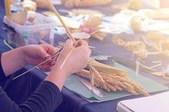 Hand - gemaakte ambachten van stro stock afbeelding