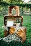 Hand - gemaakte huwelijksdecoratie met houten dozen, Royalty-vrije Stock Afbeeldingen