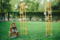 Hand - gemaakte huwelijksdecoratie met houten dozen, Stock Foto