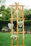 Hand - gemaakte huwelijksdecoratie met houten dozen, Stock Foto's