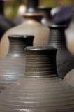 Hand - gemaakte kleikruiken Stock Afbeeldingen