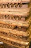 Hand - gemaakte sigaren in persstor stock foto's