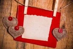 Hand-genähtes Herzholz des Valentinsgrußes Hintergrund hölzern Lizenzfreie Stockbilder