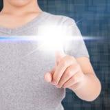Hand genom att använda pekskärmen Fotografering för Bildbyråer