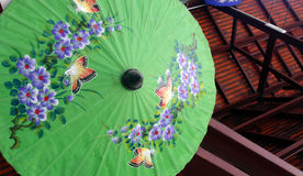 Hand geschilderde paraplu, Thaise fabriek Stock Afbeeldingen