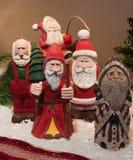 Hand geschnitzte Santa Claus-Zahlen stockbilder