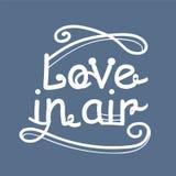 Hand geschreven het van letters voorzien Liefde in de lucht Modieuze embleemvector Royalty-vrije Stock Afbeeldingen