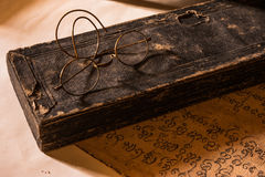 Hand Geschreven Oude Verhandeling van Lanna-karakter met zeer oud g Stock Foto's