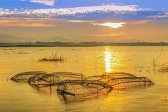 Hand-gesponnene Bambusfischblockierlügen stockfoto