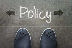 Hand getrokken beleidswoord op voorzijde van de bedrijfsmens Stock Afbeeldingen