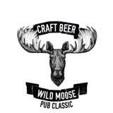 Hand getrokken bierembleem met wilde Amerikaanse elanden Royalty-vrije Stock Afbeelding