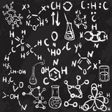 Hand getrokken de pictogrammenschets van het wetenschapslaboratorium Krijt op een bord Vector illustratie Terug naar School Royalty-vrije Stock Afbeelding