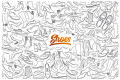 Hand getrokken die schoenenkrabbel met het oranje van letters voorzien wordt geplaatst Stock Fotografie