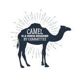 Hand getrokken etiket met het geweven kameel vectorillustratie en van letters voorzien royalty-vrije illustratie