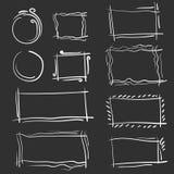 Hand getrokken geplaatste kaders Beeldverhaal vector vierkante en ronde grenzen Potloodeffect vormen stock illustratie