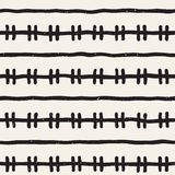 Hand getrokken naadloos patroon Abstracte geometrische vormenachtergrond in zwart-wit Vector etnische grungy textuur Stock Foto's