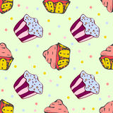 Hand getrokken naadloos patroon met leuke cupcakes Stock Afbeelding