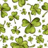 Hand getrokken naadloos patroon met St Patrick dagelementen Stethoscoop over wit wordt geïsoleerd dat Royalty-vrije Stock Foto