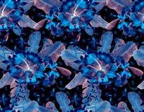 Hand getrokken naadloos waterverf tropisch patroon met palmbladen, monsterabladeren en hibiscusbloemen op gestripte achtergrond royalty-vrije illustratie