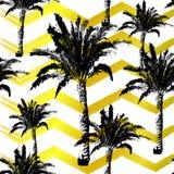 Hand getrokken palmen naadloos die patroon op gouden borstelachtergrond wordt geïsoleerd vector illustratie