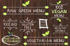 Hand getrokken reeks elementen op hout Ruw, vegetarisch en veganistmenu Vegetarisch restaurant Eco, vrij gluten, 100 bio Stock Afbeelding