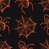 Hand getrokken reeks Halloween-attributen, oranje Web en spinnen op een grijze achtergrond vector illustratie