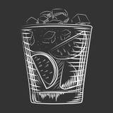 Hand getrokken schetscocktail De alcohol drinkt Rumachtergrond vector illustratie