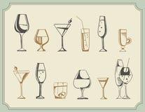 Hand getrokken schetsreeks alcoholdranken en cocktails Vector illustratie Royalty-vrije Stock Foto's