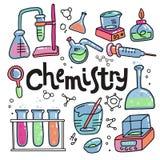 Hand getrokken van de kleurenchemie en wetenschap geplaatste pictogrammen Inzameling van laboratoriummateriaal in krabbelstijl Jo stock illustratie