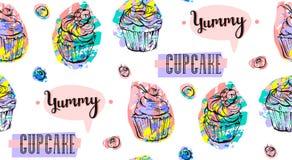 Hand getrokken vector abstract naadloos artistiek abstract creatief kleurrijk die cupcakes en bessenpatroon op wit wordt geïsolee Royalty-vrije Stock Afbeeldingen