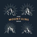 Hand gezeichnete Berge Satz der Reiseskizzenillustration stock abbildung