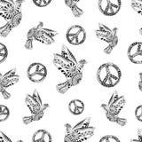 Hand gezeichnete fliegende Tauben und Zeichenfrieden Hippietapete Lizenzfreie Stockfotografie