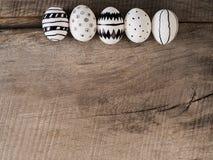 Hand gezeichnete Ostereier - Jahreszeithintergrund Stockbilder