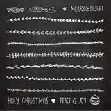 Hand gezeichnete Weihnachtsdekorative Elemente, -gekritzel und -grenzen Stockfotos