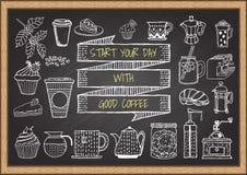 Hand gezeichneter Kaffee und Bäckerei auf Tafel Lizenzfreie Stockfotos
