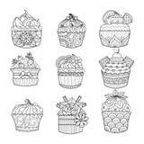 Hand gezeichneter kleiner Kuchen für Malbuch für Erwachsenen Lizenzfreie Stockfotos