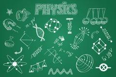 Hand gezeichneter Physiksatz Kreide auf der Tafel Stockfotos