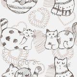 Hand gezeichnetes nahtloses Muster der Katzen Stockfotografie