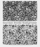 Hand gezeichnetes nahtloses Muster des Karikaturschwarzweiss-Gekritzels Lizenzfreies Stockbild