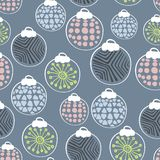 Hand gezeichnetes nahtloses Muster des skandinavischen Weihnachtsspielzeugs stock abbildung
