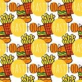 Hand gezeichnetes nahtloses Muster mit Schnellimbiß Gekritzelstraßenlebensmittel Fischrogen Kartoffel und Burgerhintergrund Für M Stockfotos