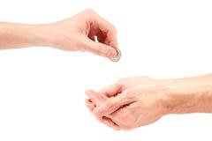 Hand gibt dem Bettler Münze Lizenzfreie Stockfotos