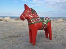 Hand-gjord traditionell trädalahäst, symbol av Sverige Royaltyfri Foto
