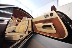 Hand - gjord unik inre av Rollsen Royce Wraith på skärm under Singapore yachtshow på en grad 15 Marina Club Royaltyfri Foto