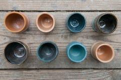 Hand - gjorda keramiska krukmakeriprodukter Royaltyfri Bild