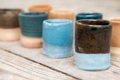 Hand - gjorda keramiska krukmakeriprodukter Fotografering för Bildbyråer